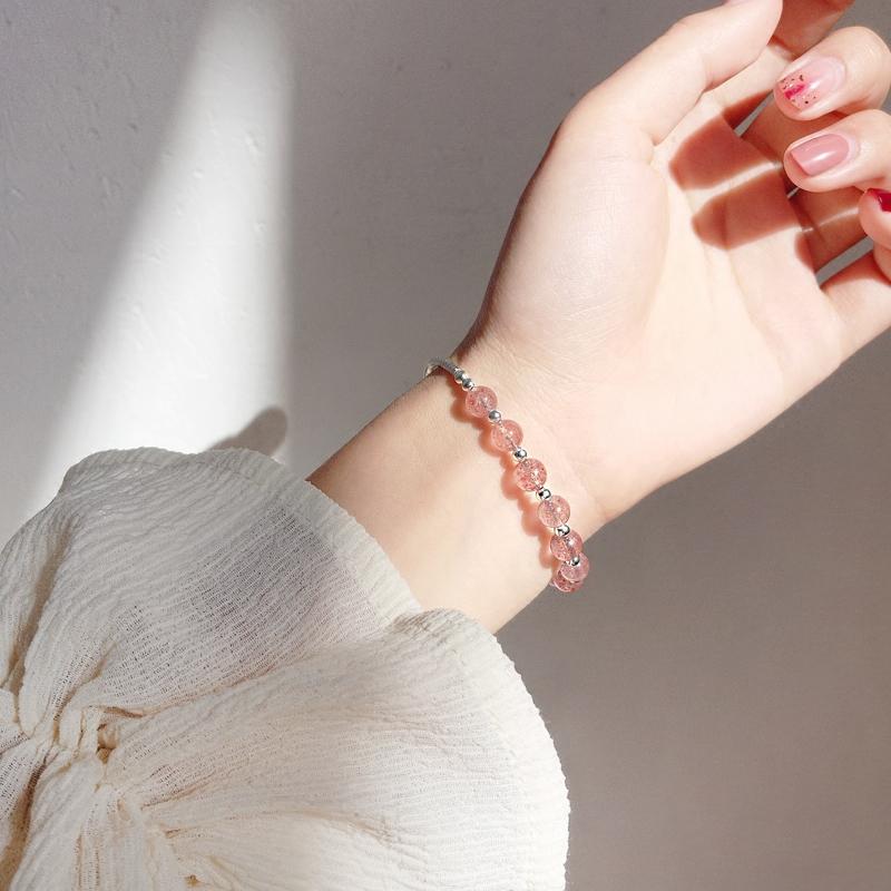 清新草莓色转运珠水晶S925银手链刻花手镯甜美饰品礼物女 发货周期:一般在付款后2-90天左右发货,具体发货时间请以与客服协商的时间为准