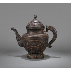 清代藏传铜錾刻龙柄壶