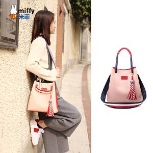米菲撞色水桶包包女2018新款韩版彩带单肩斜挎手提宽肩带子母包潮