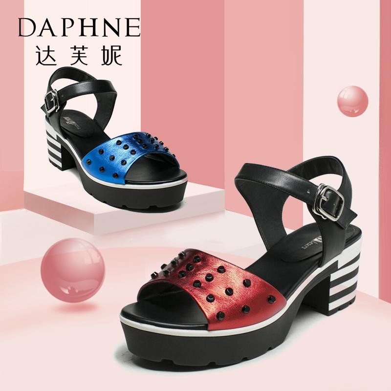 Daphne/达芙妮Vivifleurs夏铆钉黑白撞色粗跟女凉鞋