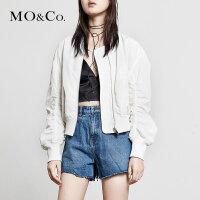 MOCO春季新品运动风立领抽褶袖棒球服外套MT181JKT101 摩安珂