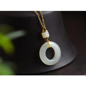 平安环锁骨项链吊坠。