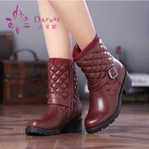 达芙妮正品女靴 冬季中跟女鞋时尚中跟格菱纹皮带扣马丁靴