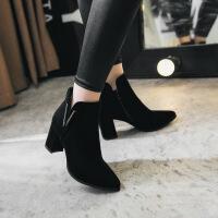 2017秋冬新款短靴女高跟尖头绒面金属扣装饰时尚粗跟裸靴