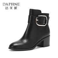 Daphne/达芙妮2017冬 中跟靴子女款英伦皮带扣骑士靴圆头切尔西短靴-