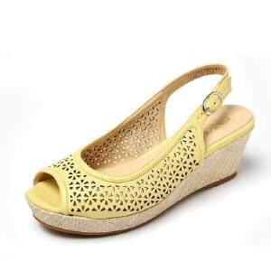 达芙妮旗下SHOEBOX/鞋柜坡跟镂空淑女鱼嘴凉鞋