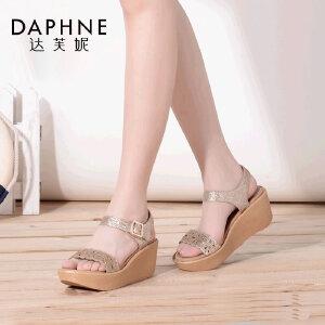 Daphne/达芙妮夏季新款 优雅镂花一字带坡跟女凉鞋