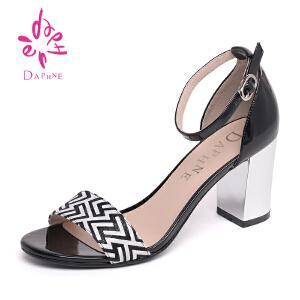 Daphne/达芙妮2016夏季新品时尚纹粗高跟一字扣女凉鞋1016303123