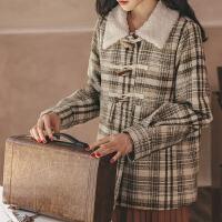 格子毛呢外套女2019冬季新款短款小个子学院风牛角扣加厚呢子大衣