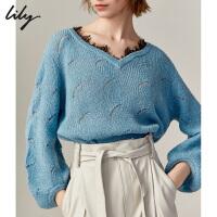 Lily2019秋新款女装气质拼接蕾丝V领珠片宽松镂空毛针织衫8916