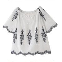 2018夏季新款刺绣花朵喇叭短袖波西米亚度假娃娃衫一字领露肩衬衫