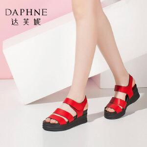 Daphne/达芙妮女鞋夏季休闲露趾侧空厚底坡跟女凉鞋