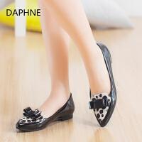 Daphne/达芙妮秋季新品女鞋 蝴蝶结尖头动物纹亮面粗跟中口单鞋