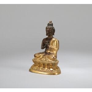 清乾隆铜鎏金释迦牟尼像