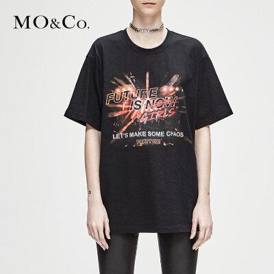 MOCO冬季新品圆领图案印花纯色T恤MA184TEE205 摩安珂 满399包邮 摇滚图案 简约圆领