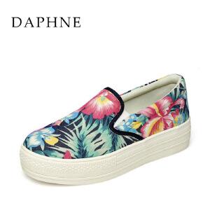 Daphne/达芙妮春夏款 圆头花朵布面中跟松糕单鞋1515101313