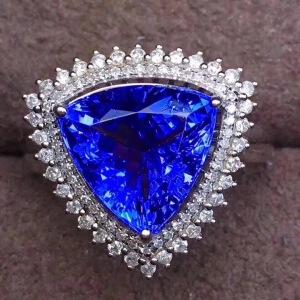 斯里兰卡蓝宝石戒指,豪华款戒面三角