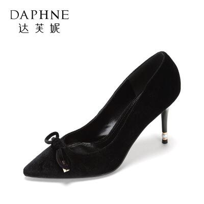 限尺码:DAPHNE 达芙妮 1017101085 女士绒面高跟鞋 59元