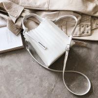 女包法国小众感包包2019新款洋气可爱甜美质感果冻斜挎包 白色