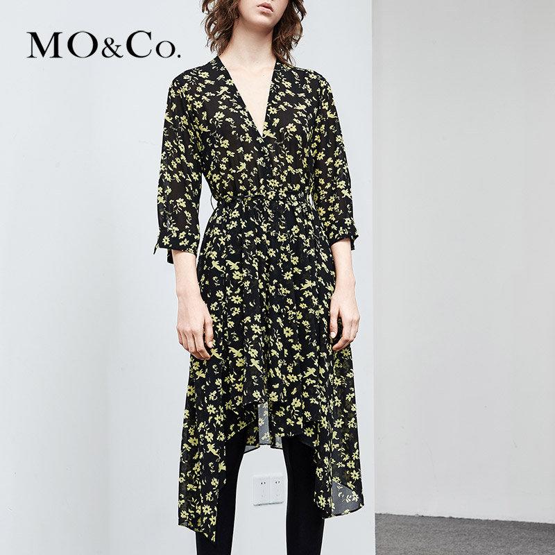 MOCO夏季新品V领印花不规则裙摆连衣裙MA182DRS101 摩安珂 满399包邮 浪漫印花 可拆卸腰带