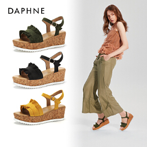Daphne/达芙妮2018夏季新款一字带松糕跟纯色荷叶边休闲凉鞋
