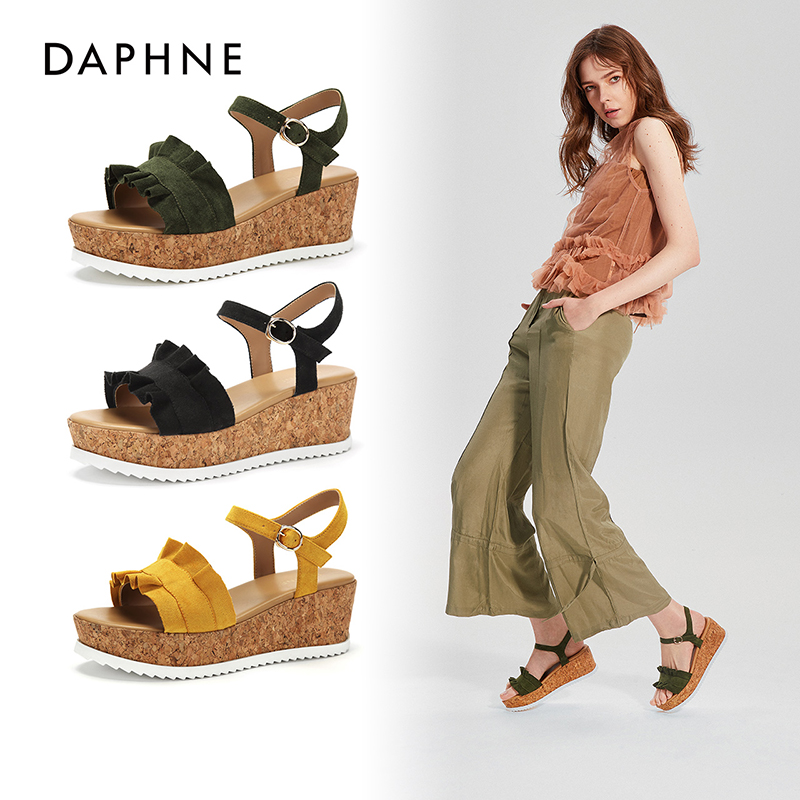 Daphne/达芙妮 2018夏季新款一字带松糕跟纯色荷叶边休闲凉鞋 支持专柜验货 断码不补货