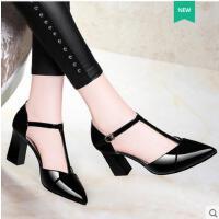 莱卡金顿潮鞋子女新款女鞋漆皮粗跟高跟尖头性感丁字带单鞋凉鞋1596