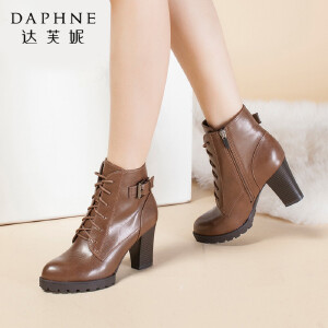 达芙妮舒适优雅英伦圆头粗高跟系带女马丁靴