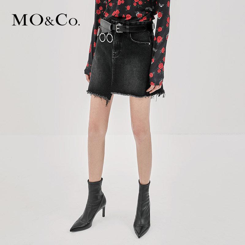 MOCO秋季新品个性流苏边不对称牛仔裙MA183SKT403 摩安珂 满399包邮 不对称裙摆 自然流苏边