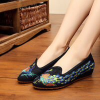 春季新款老北京布鞋女尖头单鞋子绣花鞋坡跟女鞋孔雀图案舞蹈鞋子