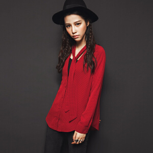 七格格秋装新款韩范港味复古chic红色V领领带宽松长袖衬衫女