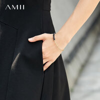 【到手价:56元】amii个性格调牛皮革拼接手镯女新款电镀哑光金属百搭首饰镯