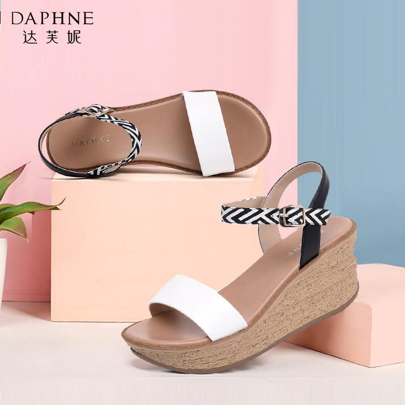 Daphne/达芙妮夏季凉鞋露趾坡跟松糕厚底女凉鞋
