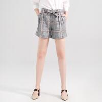 红袖宽松显瘦格纹中腰系带A字直筒短裤