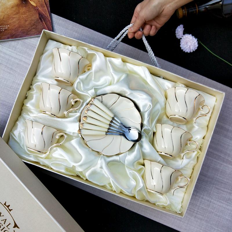 骨瓷咖啡杯套装欧式金边创意陶瓷杯带碟带勺茶杯茶具礼盒套具 米黄色《旋金》6杯碟勺礼盒装 不带架 发货周期:一般在付款后2-90天左右发货,具体发货时间请以与客服协商的时间为准