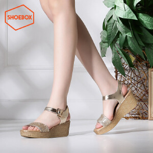 达芙妮旗下SHOEBOX/鞋柜夏季休闲平底坡跟女鞋一字扣带高跟凉鞋潮