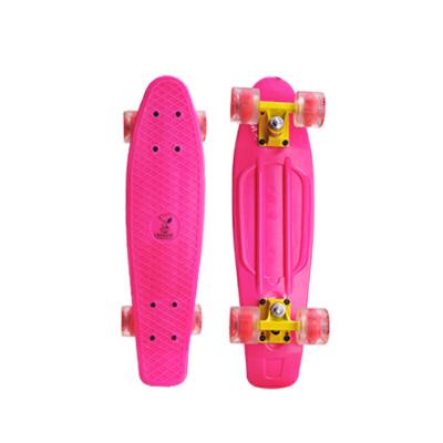 滑板小鱼板滑板青少年单翘板四轮公路滑板 发货周期:一般在付款后2-90天左右发货,具体发货时间请以与客服协商的时间为准