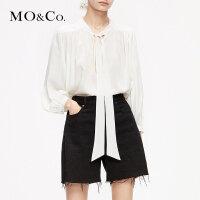 MOCO2019春复古设计感泡泡袖V领绑带白色衬衫女MAI1TOP037 摩安珂