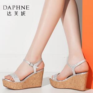 Daphne/达芙妮夏时尚水钻厚底坡跟鞋搭扣露趾凉鞋女-