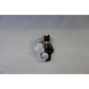 黑白猫淡水珠胸针