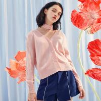 A21春装新品女装毛衣 舒适性感宽松V领纯色刺绣颈带女生毛织上衣