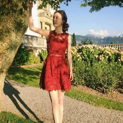 韩版名媛小香风红色镂空蕾丝连衣裙短裙波西米亚海边度假沙滩裙子 发货周期:一般在付款后2-90天左右发货,具体发货时间请以与客服协商的时间为准