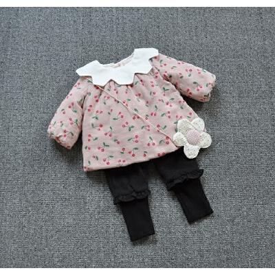 女宝宝薄棉衣女童夹棉花瓣领娃娃衫上衣婴幼童冬季樱桃碎花外套 发货周期:一般在付款后2-90天左右发货,具体发货时间请以与客服协商的时间为准