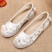 汉服搭配老北京布鞋绣花鞋表演跳舞弓鞋翘头鞋中国民族风女鞋平底