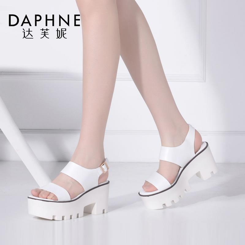 Daphne/达芙妮夏季女鞋时尚圆头简约粗高跟一字面凉鞋