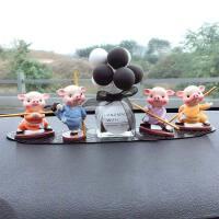 小猪摆设汽车摆件创意可爱功夫小猪男女车上汽车装饰品车载车内饰品摆件 功夫小猪 耍棍+气球黑色+长垫
