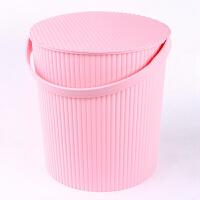 塑料手提浴筐桶带盖可坐洗澡浴桶收纳储物加厚大号水桶健身洗漱包 条纹浅粉色大号 高30CM直径26CM