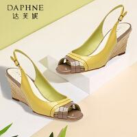 Daphne/达芙妮 夏款女鞋 坡跟拼色后空扣带鱼嘴凉鞋1015303014