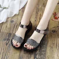 新款夏季平底女鞋中年中老年坡跟女士中跟妈妈鞋凉鞋百搭厚底