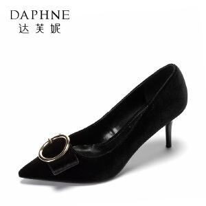 【达芙妮集团】 舒适通勤女鞋复古绒面扣饰细跟单鞋